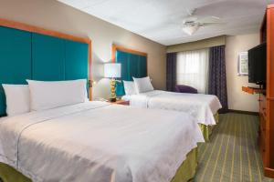 A bed or beds in a room at Homewood Suites by Hilton Orlando-Nearest to Universal Studios