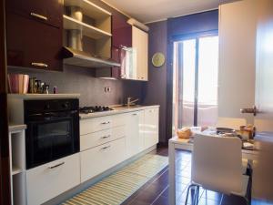 A kitchen or kitchenette at B&B Milano3