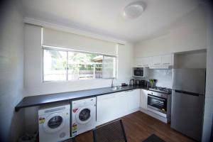 A kitchen or kitchenette at Siesta Central Apartments