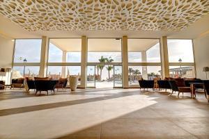 Restauracja lub miejsce do jedzenia w obiekcie SBH Monica Beach Resort