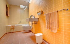 A bathroom at SBH Monica Beach Resort