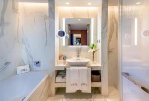 A bathroom at Barceló Emperatriz