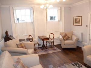 A seating area at Kings House Wokingham