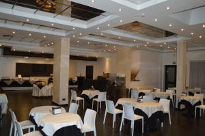 A restaurant or other place to eat at Canadian Hotel