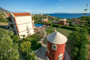 Vista sulla piscina di Marina-Anna Studios o su una piscina nei dintorni