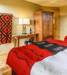 Ein Bett oder Betten in einem Zimmer der Unterkunft Far View Lodge