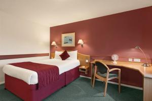 A bed or beds in a room at Days Inn Hotel Abington - Glasgow