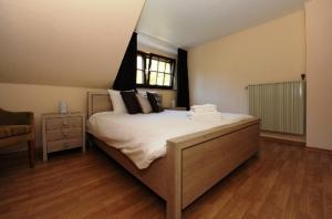 Ein Bett oder Betten in einem Zimmer der Unterkunft Landgasthof Em Lade