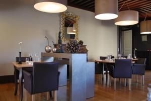 A restaurant or other place to eat at Le Clos De Bourgogne