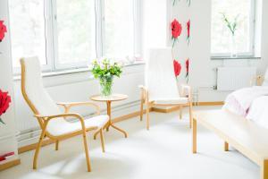 A seating area at Nynäsgården Hotell & Konferens