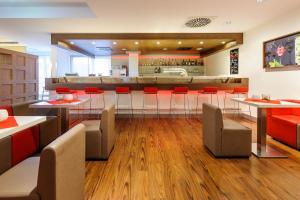 A restaurant or other place to eat at ibis Stuttgart Airport Messe