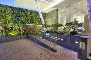 The swimming pool at or close to Holiday Inn Express Jakarta Wahid Hasyim, an IHG Hotel