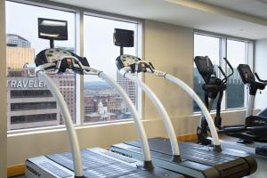The fitness center and/or fitness facilities at Hartford Marriott Downtown