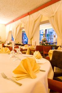 A restaurant or other place to eat at Kenzi Azghor