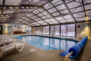 The swimming pool at or near Sun & Ski Inn and Suites