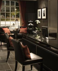 A restaurant or other place to eat at Best Western Eglinton Arms Hotel