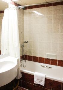 A bathroom at Grand Mayfair Hotel