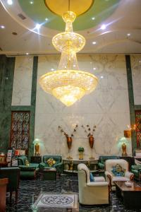 A restaurant or other place to eat at Grand Mayfair Hotel