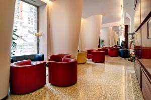 The lounge or bar area at Hotel Genova