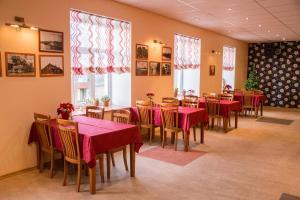 Restoran või mõni muu söögikoht majutusasutuses Ankur Hotell