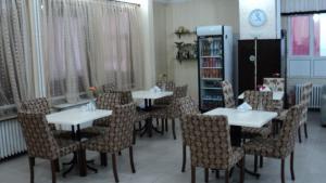 Ein Restaurant oder anderes Speiselokal in der Unterkunft Tac Hotel