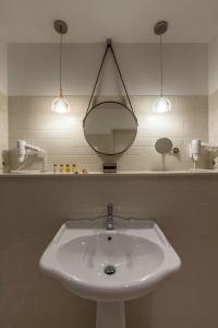 A bathroom at Casati Budapest Hotel Superior