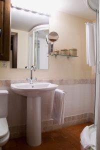 A bathroom at La Casa del tío Americano