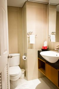 A bathroom at I Residence Hotel Sathorn