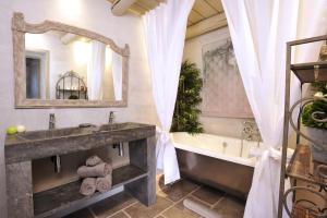 Salle de bains dans l'établissement Résidence Les Petitons