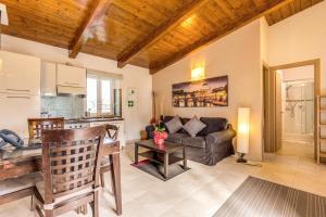 Ein Sitzbereich in der Unterkunft Aurelia Vatican Apartments