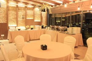 A restaurant or other place to eat at ESKA Hotel