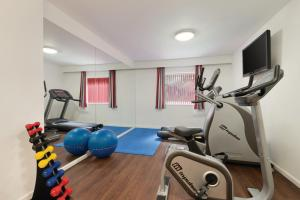 The fitness center and/or fitness facilities at Ramada Wakefield