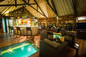 The lounge or bar area at Hotel Kia Ora Resort & Spa