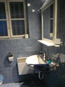 A bathroom at Leányvirág Vendégház