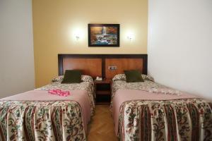 Un ou plusieurs lits dans un hébergement de l'établissement Hostal Greco Gran Vía Madrid