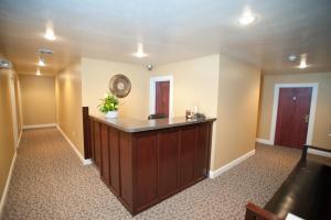The lobby or reception area at Beacon Hotel Oswego
