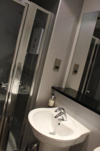 A bathroom at Newmachar Hotel