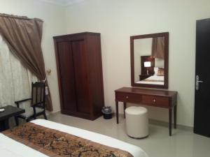 Cama ou camas em um quarto em Lara Al Jawf Hotel Apartments