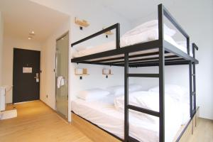 A bunk bed or bunk beds in a room at Taipei Sunny Hostel