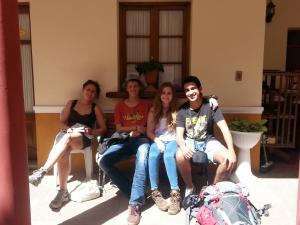 Familia alojada en Villa Oropeza Guest House