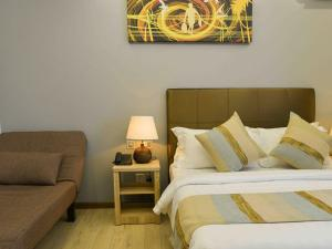 Кровать или кровати в номере Coconut Tree Hulhuvilla Beach