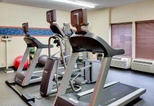 The fitness center and/or fitness facilities at Hampton Inn Pittsburgh Greentree
