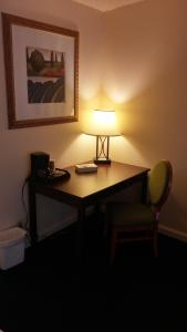 A seating area at Grays Harbor Inn & Suites