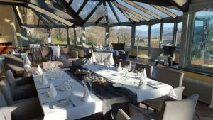 Restaurant ou autre lieu de restauration dans l'établissement Château de Salles