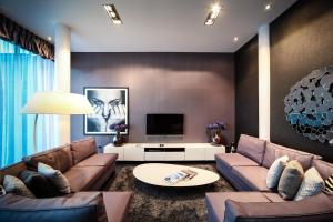 A seating area at EPIC Apart Hotel - Seel Street