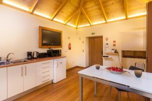 A kitchen or kitchenette at Sao Thiago House Madeira