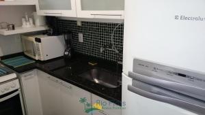 A kitchen or kitchenette at Apart Hotel Leblon Ocean