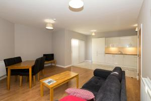 A seating area at Bt1 Apartments - Ivy House