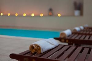Der Swimmingpool an oder in der Nähe von Blue Waves Resort