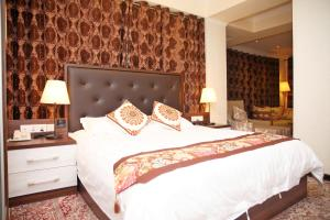 A bed or beds in a room at Hotel Atlas